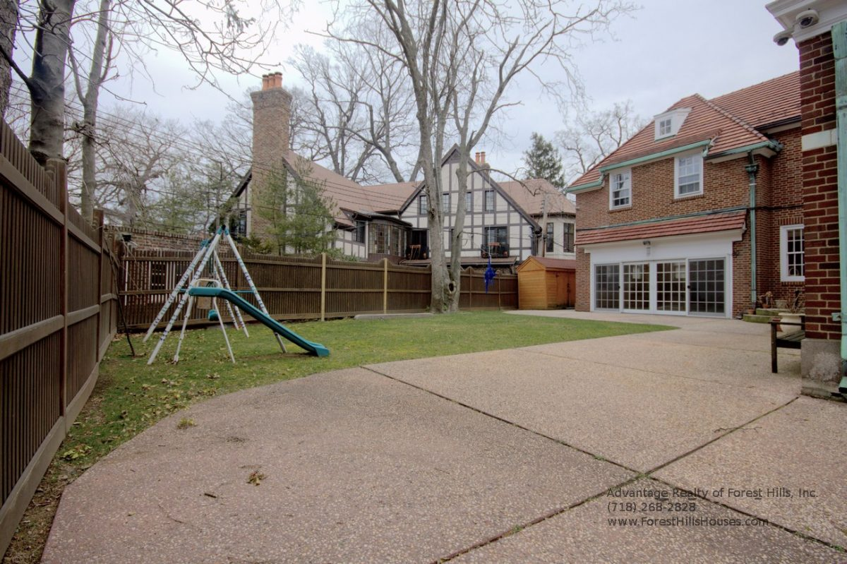 7 bedroom house. Detached Brick All Renovated 7 Bedroom 5  Baths House Large lot Backyard Advantage Forest Hills Realty Inc