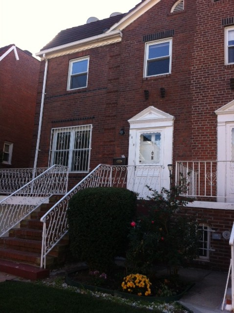 Semi Detached Renovated 3 Bedrooms 2 5 Baths House For